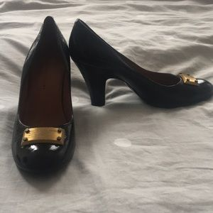 Marc by Marc Jacobs rounded toe heel